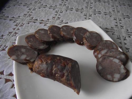 приготовленная колбаса