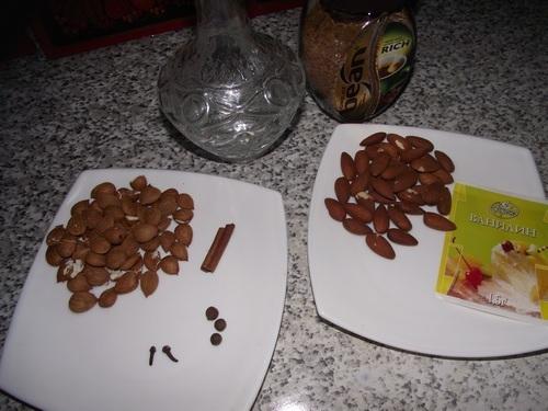 миндаль, абрикосовые ядра, специи, кофе, водка