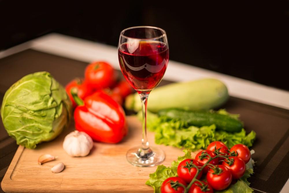 Раскрываем секрет: зачем шеф-повара  добавляют в блюда вино
