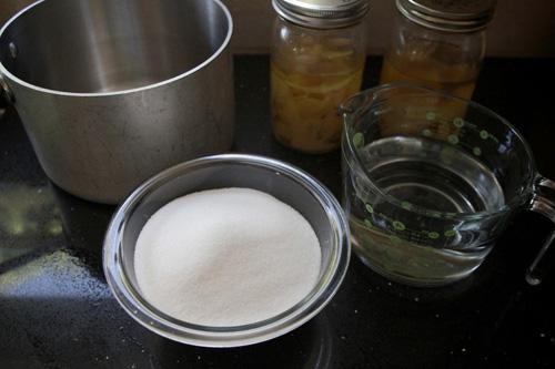 из сахара и воды сварить сироп