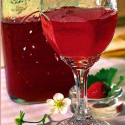 Бокал с вином из клубники
