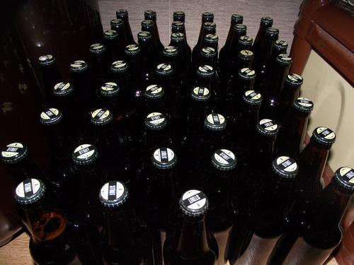 стеклянные бутылки со стаутом