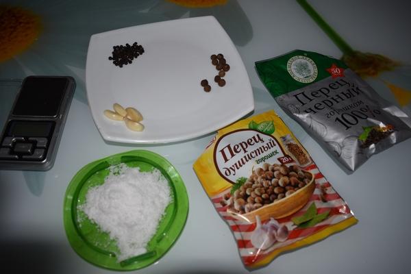 перец, соль, чеснок, сахар