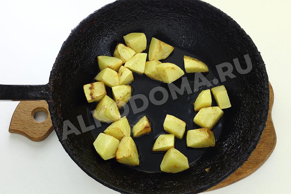 Ароматное жаркое из говядины в горшочках с грибами и картофелем