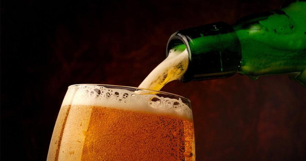 Как правильно наливать пиво, чтобы не было пены