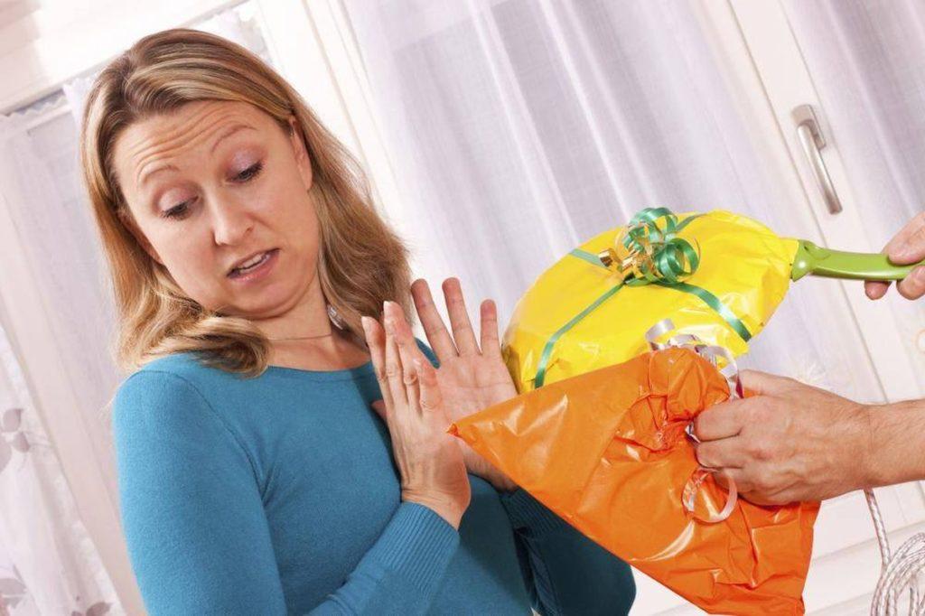 10 вещей, которые нельзя дарить и принимать в подарок