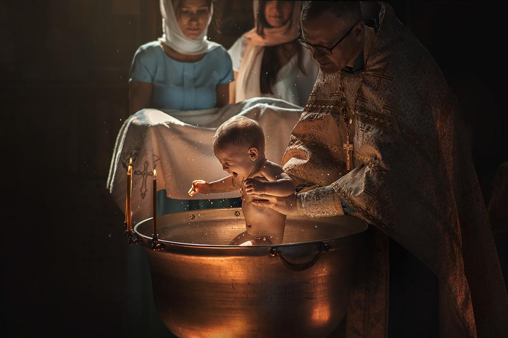 Почему муж и жена не могут крестить одного ребенка