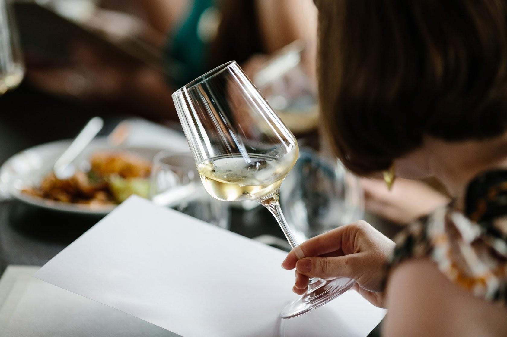 Какое вино лучше: сухое или полусладкое