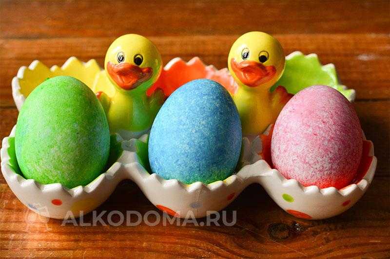 Мраморные яйца к Пасхе: необычный способ окрашивания рисом