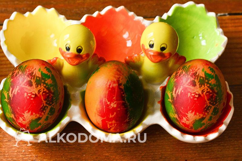 Необычный узор на Пасхальных яйцах: окрашиваем с помощью салфеток