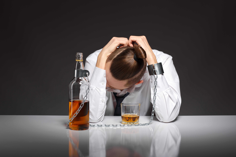 Как выявить алкоголизм: 5 простых способов