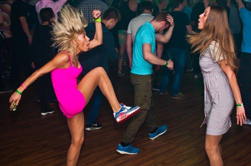 Веселая дискотека с пьяными девушками, фото садо-мазо бондаж