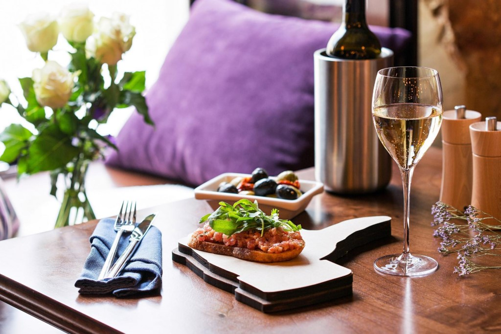 Главней всего закуска в доме: 5 продуктов, которые замечательно подходят к шампанскому