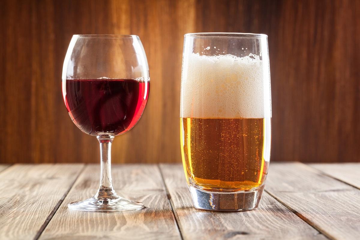 Если в стакан со спиртным попала мошка: что говорят суеверия по этому поводу