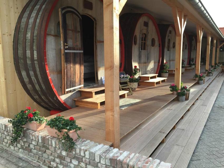 Интересные отели, где можно заночевать в винной бочке