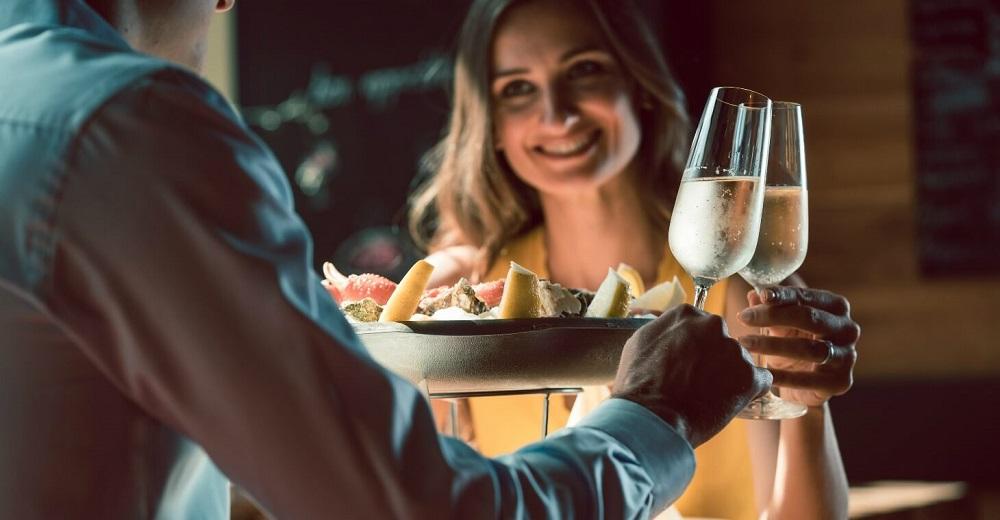 Беспроигрышный вариант: как выбрать закуски к шампанскому