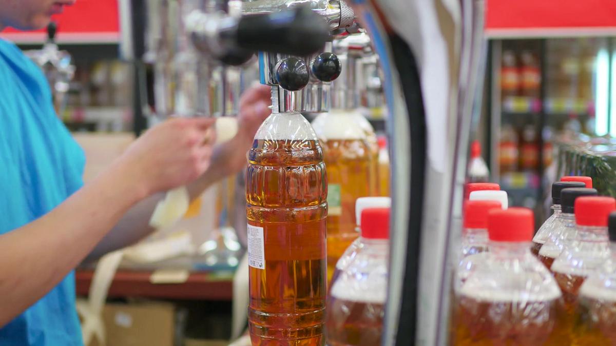 Почему нельзя долго хранить разливное пиво в пластиковой бутылке и как продлить срок хранения