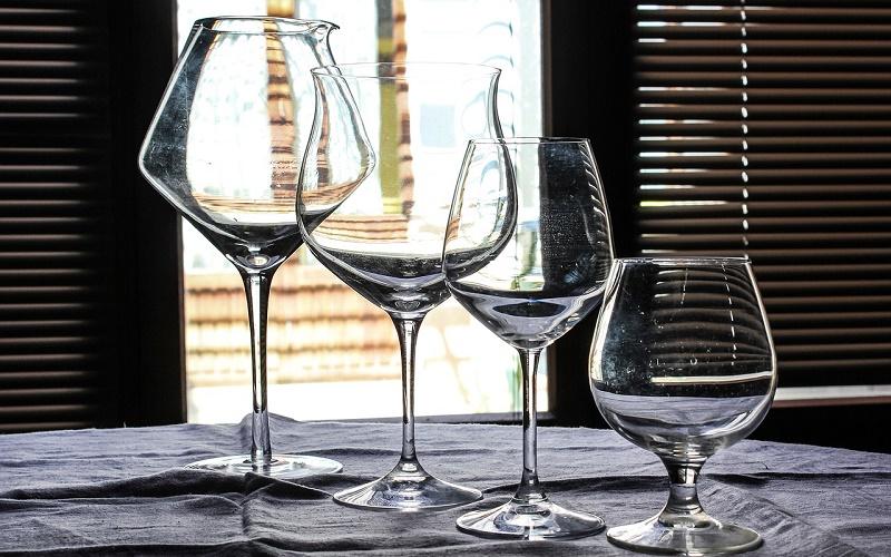 Чекушка, бокал, фужер… – топ-5 самой популярной посуды для спиртных напитков